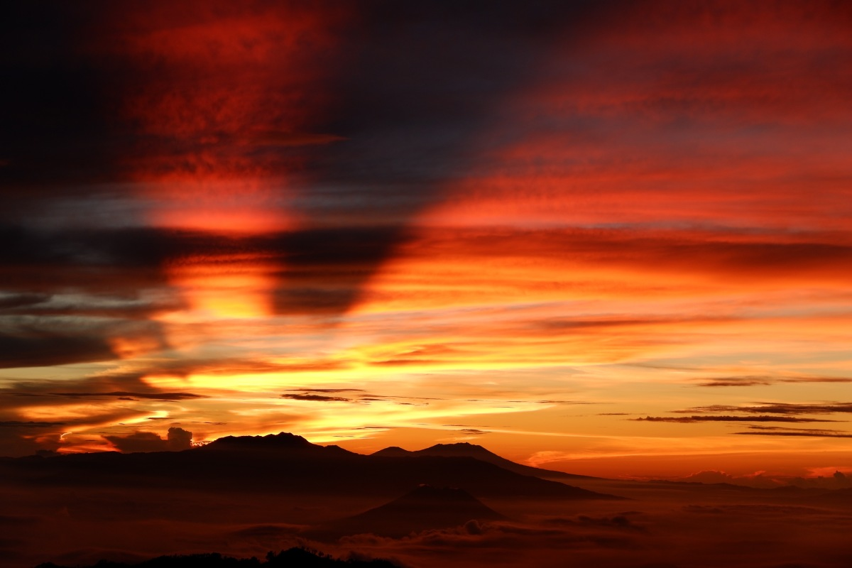 Mount Bromo and Catching a Sunrise (Bahasa Indonesia)